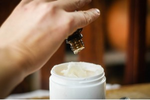 Косметические композиций с эфирными маслами: молочко, мази, крем, ласьон, тоник